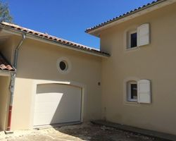 ENES FACADES - RIVES -    ENDUIT EN FINITION GRATTEE FIN CHANTIER MONTBONNOT